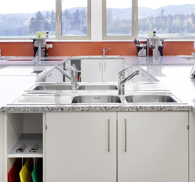 Built-in sinks & fittings