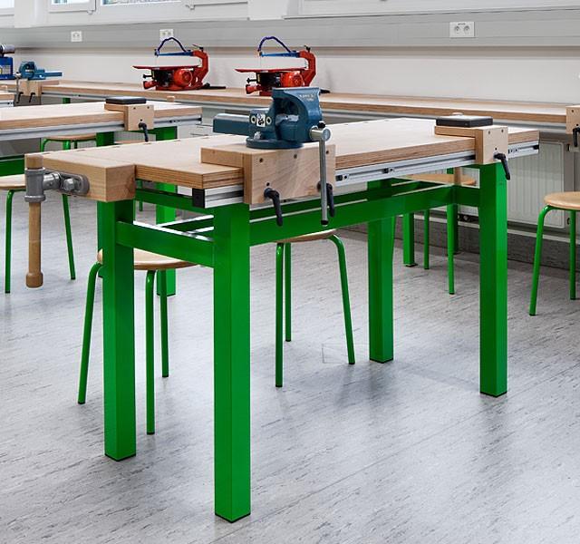 Schulwerktische mit 4-Fuß-Metallgestell
